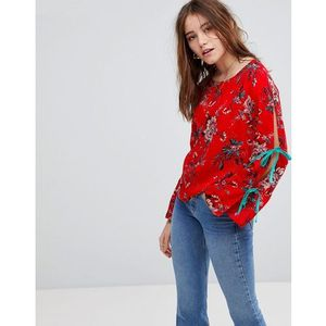 top with wide ribbon tie sleeves in floral - red marki Glamorous