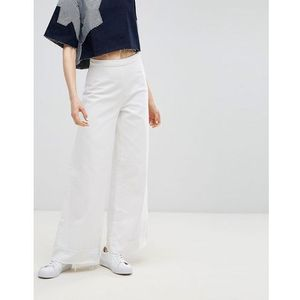 Waven Nella Wide Flared Jeans with Raw Hem - White, jeansy